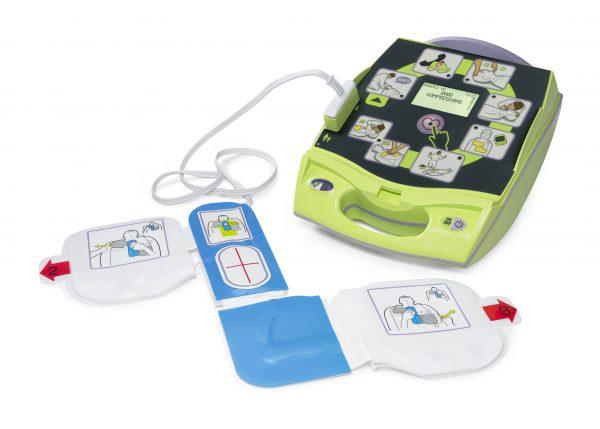 2017/09/Defibrillator-AEDPlus-mit-Elektroden.jpg